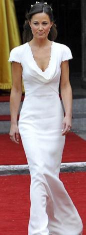 Ablasının düğüünde giydiği beyaz nedime elbisesiyle tüm dünyanın ilgi odağı olmuştu Middleton.