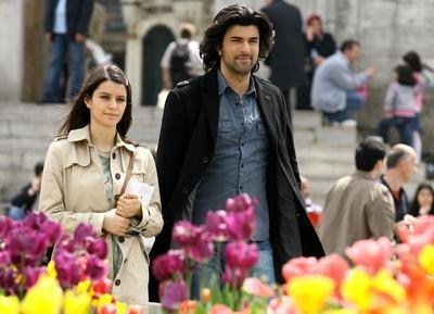Başrollerini Beren Saat ve Engin Akyürek'in paylaştığı dizinin fan sayfasına 251 bin 894 kişi üye.