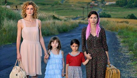 ANNELER İLE KIZLARI  Türkiye'nin iki farklı şehrindeki iki farklı anne ve kızlarının hikayesini anlatan dizi Star tv'nin iddialı projelerinden.