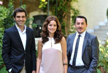 YALANCI BAHAR  Başrollerini Cansel Elçin, Fahriye Evcen ve Serkan Ercan'ın paylaştığı Yalancı Bahar pazartesi akşamı ilk bölümüyle ekranlardaydı.