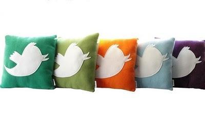 Twitter yastıkları, dilerseniz üzerine özel twitter mesajı da yazabilirsiniz.