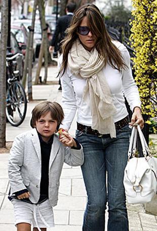 Hurley'nin eski sevgilisi Hugh Grant de ünlü yıldızın bir süre önce boşandığı eski kocası Arun Nayar da minik Damien ile çok iyi geçiniyordu.