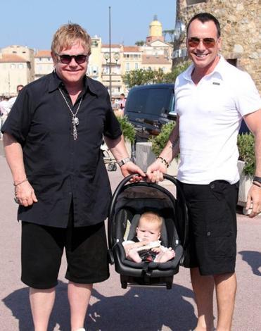 Çift, geçtiğimiz hafta minik bebekleri Zachary ile birlikte tatil yaparken görüntülendi.
