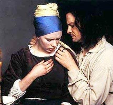 """COLIN FIRTH   İnci Küpeli Kız filminde Scarlett Johansson ile romantik sahnesi olan Firth şöyle anlatıyor.   """"Filmin çekimleri sırasında Scarlett daha 17 yaşındaydı. Yani ben ilk filmimi çektiğim yıl dünyaya gelmişti. Bu gerçekten stres yaratan bir durumdu. Kendimi kötü , yaşlı bir adam gibi hissettim."""""""