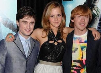 HARRY POTTER'IN YILDIZLARI DA ÇOCUKTU   Harry Potter serisinin yıldızları Daniel Radcliffe, Emma Watson ve Rupert Grint ilk filmde çocuktu..