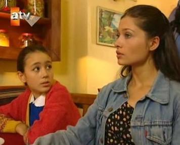 Merve Er, İkinci Bahar'da Şener Şen'in canlandırdığı Ali Haydar karakterinin en küçük kızı Huriye rolündeydi.