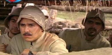ASİ ÇOCUK BÜYÜDÜ  Kırık Kanatlar dizisindeki bu bıyıklı genç askeri de seyirci küçüklüğünden beri ekranlardan tanıyor.   Süper Baba dizisinin Alim'i Eray Demirkol da ekranda büyüdü...1981 doğumlu oyuncu bu dizide Fiko'nun biraz asi oğlunu oynuyordu...