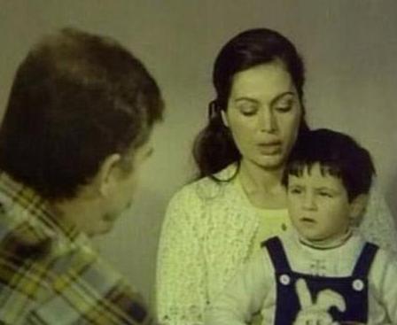 1994 yılında Memduh Ün'ün Zıkkımın Kötü filmindeki performansıyla Adana Altın Koza Film Festivali'nde en iyi yandımcı kadın oyuncu ödülünü de kazanan Elif İnci, Deli Yürek, Vizontele Tuuba, Dudaktan Kalbe gibi yapımlarda da oynadı...   Elif İnci'nin babası Yeşilçam'ın emektarlarından Bilal İnci annesi ise yine bir oyuncu olan Perihan Doygun.