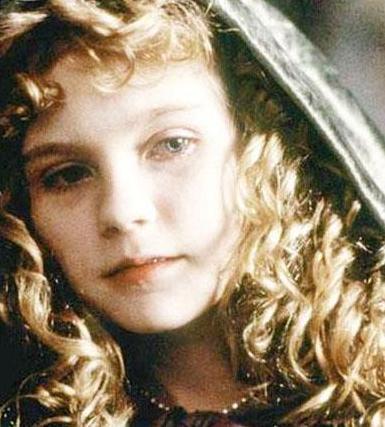 Kirsten Dunst, henüz küçük bir çocukken Vampirle Görüşme'nin de aralarında bulunduğu bir dizi filmle adını duyurdu.