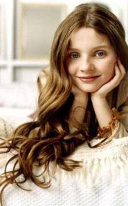 KÜÇÜK BAYAN GÜNIŞIĞI  Abigail Breslin, Hollywood'un genç kuşak çocuk yıldızlarından biri. En büyük çıkışını ise Little Miss Sunshine adlı filmle yaptı.