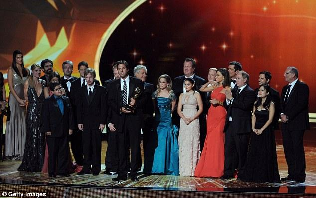 Modern Family dizisi tüm kadro sahnede.