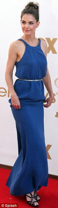 Katie Holmes geceye mavi bir Calvin Klein Collection by Francisco Costa ile katıldı.