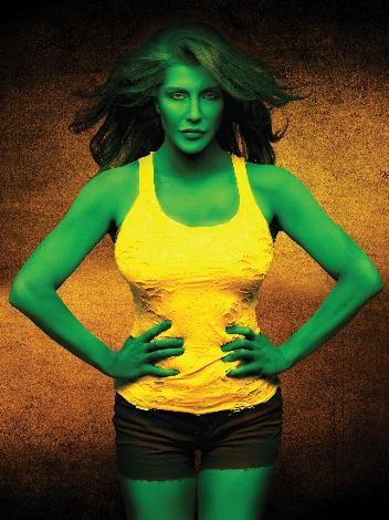 """Deniz Akkaya """"She Hulk"""" oldu."""