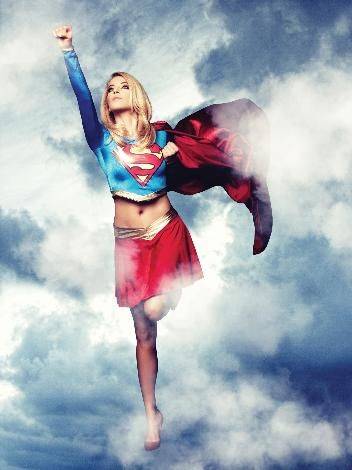 "Burcu Esmersoy ""Super Girl""  oldu."