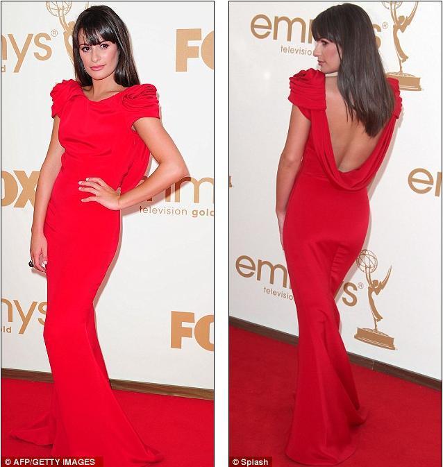 Glee dizisinin başrol oyuncularından Lea Michelle'de kırmızı halıda kırmızı tuvalet tercih edenlerdendi. Michelle'in dökümlü sırt dekolteli Marchesa tuvaleti bir harikaydı ama, bence daha uzun boylu birinin üzerinde çok daha iyi durabilirdi.