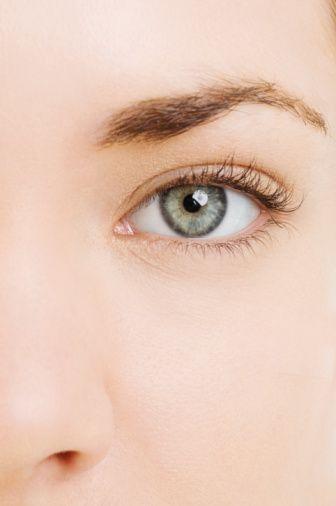 Yanlış: Bir insan uzağı ve yakını net görüyorsa gözü sağlam demektir.   Doğru: Özellikle genç yaşlarda insanlar net görmesine rağmen hipermetrop ve hatta astigmat olabilirler.