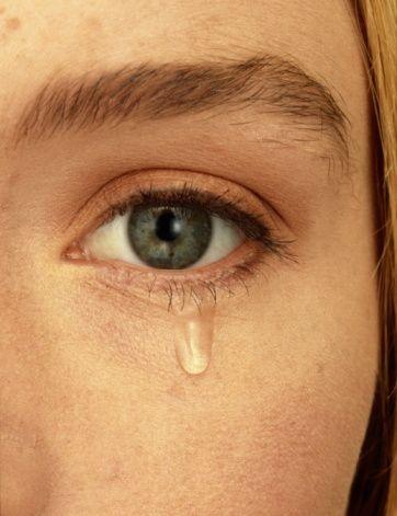 Yanlış: Çok ağlamak gözyaşını kurutur.   Doğru: Ağlamak psikolojik bir olaydır ve gözyaşı göz çevresindeki çeşitli dokularda sürekli üretilir. Ağlamakla kurumaz.