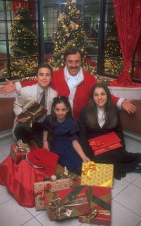 Üç çocuklu boşanmış bir babanın çocuklarıyla ve çevresiyle ilişkilerini anlatan dizi bir zamanlar çok gözde olan 'mahalle dizilerinin' de iyi örneklerinden biriydi.
