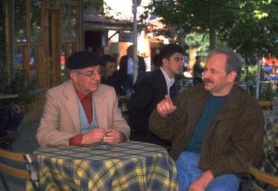 BİZİM MAHALLE   Ekranın sevilen ve uzun süren dizilerinden biri de Bizim Mahalle'ydi.