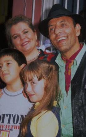Kimi zaman dönemin renkli simaları da diziye konuk oyuncu olarak katıldı.