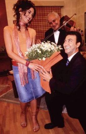 Daha sonra Paçal'ın yerine Ayşe Tolga diziye katıldı.