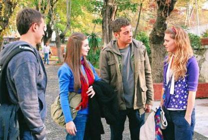 KAVAK YELLERİ   Sezonluk bir gençlik dizisi olarak başladı ama yıllarca sürdü.