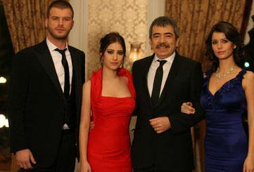 Ama Aşk-ı Memnu dizisi gösterimde kaldığı 2008 ile 2010 yılları arasında kelimenin tam anlamıyla fırtına gibi esti.