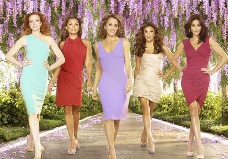 UMUTSUZ EV KADINLARI   Yeni sezonda yerli versiyonu da ekrana gelecek olar Desperate Housewives (Umutsuz Ev Kadınları) 2004 yılında başladı.