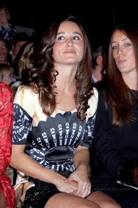 Prens William ile evlenen Kate Middleton'ın kız kardeşi Pippa Middleton, Londra moda haftasında paparazzilerin objektifine yakalandı