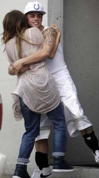 Anthony, eski eşini sorumsuzca davranmakla suçlarken, paparazzilerin çektiği bu fotoğraflar mahkemeye kanıt olarak sunulacak.