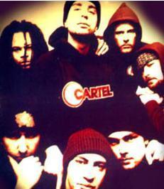 CARTEL   Takvimler 1995 yılını gösterirken müzik dünyasına fırtına gibi girdi Cartel grubu...   Almanya kökenli bir rap grubuydu Cartel ve bir anda şarkıları gençlerin diline düştü.