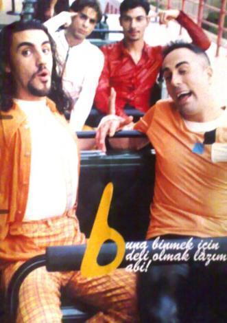 Grup dağıldıktan sonra müzik dünyasına veda eden üyelerinden biri de Hakan İlban (en sağda).