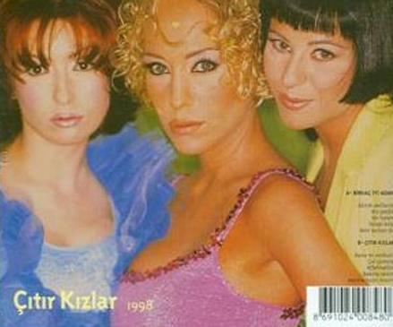 Melda Gür, Ebru Kıran ve Serap Türk'ten oluşuyordu.