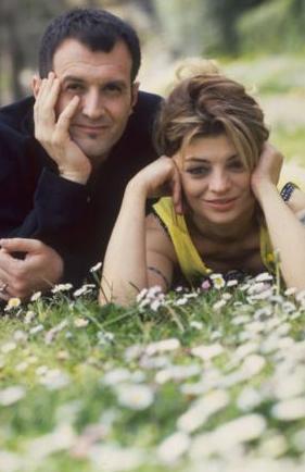 OYA- BORA   Oya Küçümen ve Bora Ebeoğlu'nun şarkıları da 90'lar gençliğinin hafızasında silinmez bir yer elde etti.