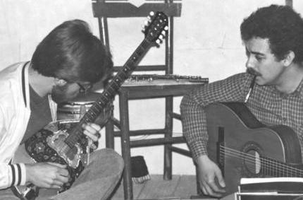 YENİ TÜRKÜ   1977 yılında Derya Köroğlu, Zerrin Yaşar ve Selim Atakan tarafından Ankara'da kuruldu..