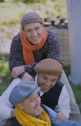 GRUP GÜNDOĞARKEN Bir amca ve iki yeğeni, İlhan, Burhan ve Gökhan Şeşen tarafından 1982'de kuruldu.