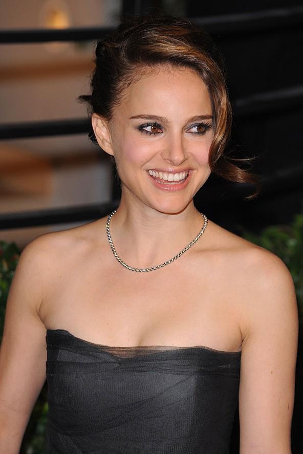 Natalie Hershlag: Bir çocuk yıldız olarak ünlendiğinde özel hayatını koruyabilmek için soy adını Portman olarak değiştirdi.