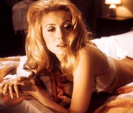 Gündüz Güzeli filmindeki Catherine Deneuve'un bu sahnesi Winslet'a da esin kaynağı oldu.