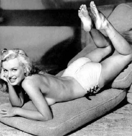 Monroe'nun bir başka ünlü pozu.