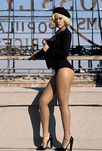 Son dönemde yıldızı giderek parlayan R&B şarkıcısı Rihanna, Vogue dergisine kapak kızı oldu.
