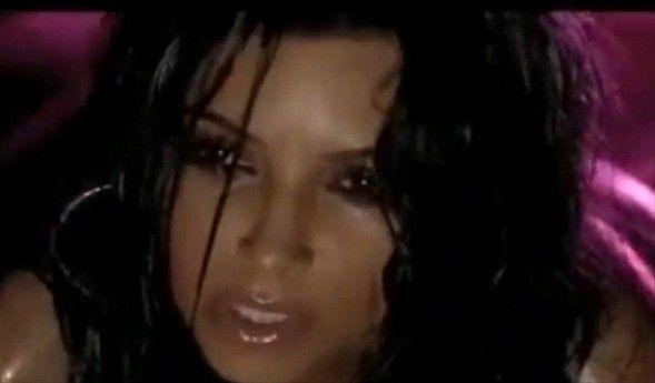 Eğlence dünyasının ünlü ismi Kim Kardashian'ın herkesten sakladığı bir klibi internet sitelerine düştü.
