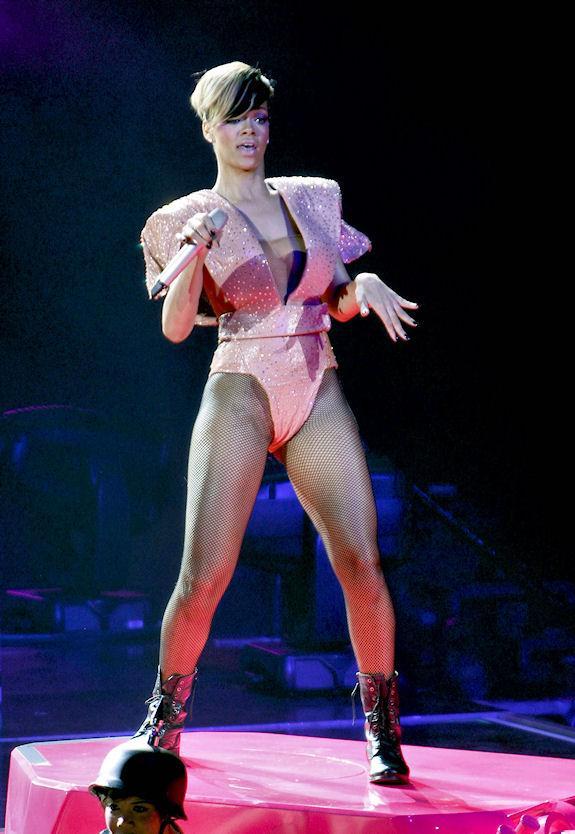 Bunlar da Rihanna'nın eleştirilen diğer kostümleri.