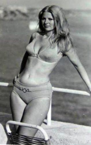 HALE SOYGAZİ Hale Soygazi, 1972'de Saklambaç Gazetesi'nin açtığı Türkiye Sinema Güzellik Yarışması'na katılarak birinci olduktan sonra adını duyurdu.   Soygazi, Daha sonra 'Avrupa Sinema Güzeli' seçildi. İlk filmi olan 'Kara Murat' ile beyazperdeye adım attı ve sayısız filmde rol aldı.