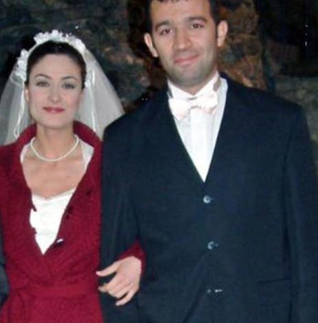 1973 doğumlu Çoruh, Kartal Anadolu Lisesi'nden sonra Müjdat Gezen Sanat Merkezi'nden mezun oldu.