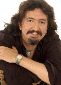1968 doğumlu Bilek, Galatasaray Lisesi mezunu.