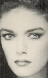 Selda Özer, kariyerine manken olarak başladı. Daha sonra oyunculuk konusunda yoğunlaştı.