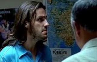 Salih Bademci, Serdar Akar'ın yönettiği Barda filminde uzun saçlarıyla rol almıştı.