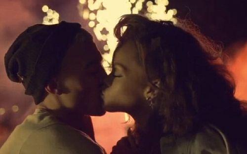 Ayrıca bir sahnede de Rihanna ve erkek arkadaşının uyuşturucu kullandığı görünüyor. Twitter'da klibi hakkında açıklama yapan ünlü şarkıcı daha önce hiç böyle klip yapmadığını ve bunun şimdiye kadar yaptığı en etkili videolardan biri olduğunu söyledi.