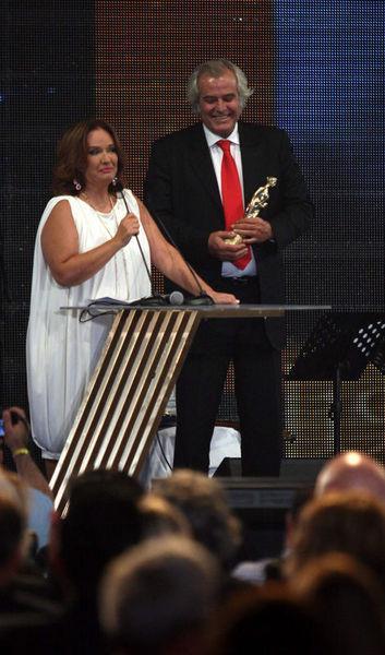 1979'da sansür, 1980 yılında ise darbe nedeniyle yapılamayan Altın Portakal Film Festivallerinin ödülleri, yıllar sonra sahiplerine verildi.