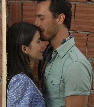 """Bir yandan diziden yıllar önce çekilen ve Hülya Avşar ile Aytaç Arman'ın oynadığı aynı adlı sinema filmindeki tecavüz sahnesiyle karşılaştırılıp """"hangisi daha iyiydi"""" diye kıyaslama yapılırken bir yandan da RTÜK diziye uyarı üstüne uyarı yaptı."""